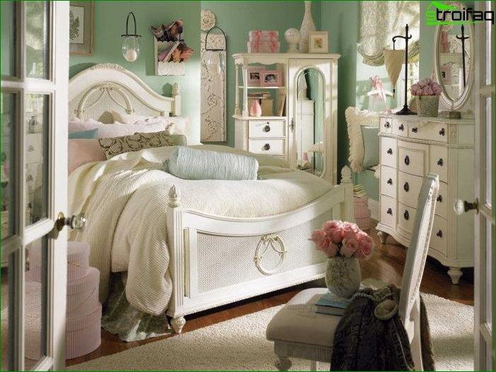 Interior de habitación infantil de estilo clásico