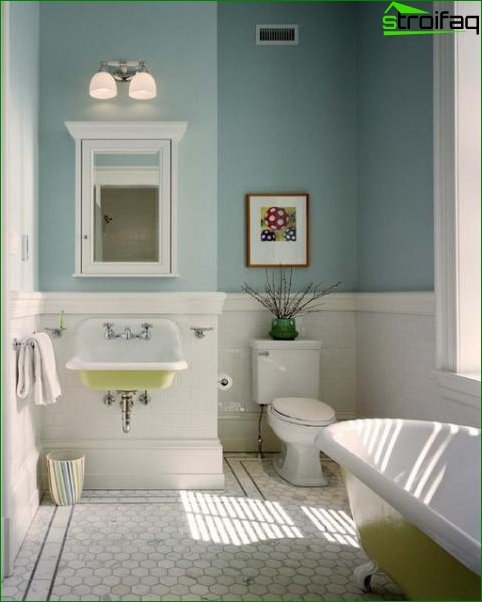 Photo of a small bathroom