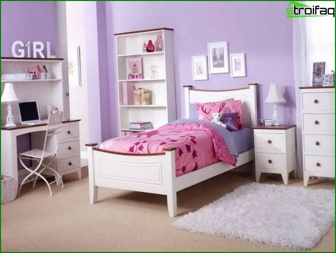 Bedroom in pink and purple shades
